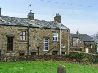 3 STONEBOWER COTTAGES first-class accommodation, solid fuel stove, WiFi, near