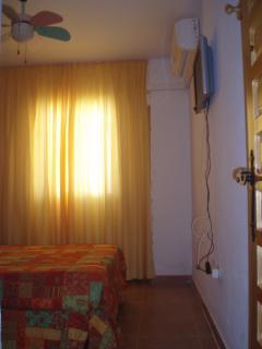 Dormitorio, ventilador techo, LCD 20 pulgadas, aire acondicionado