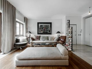 MILANO CENTRAL LUXURY APT, 3 BDR, ELEGANT AND NICE ATMOSPHERE, UP TO 7 GUEST