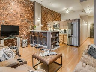 Loft on 2nd, Walk To All Downtown Nashville Attractions!