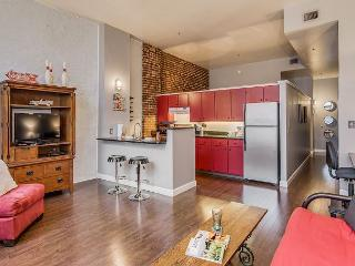 Nashville Retro Loft, Walk to All Downtown Entertainment & Attractions!