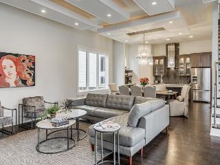 Music City Sophisticate - Amazing NEW Luxury Modern Home - Prime Location!, Nashville