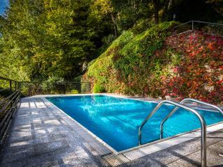 Villa La Reina del Notre Luxurious Lakeside Villa 4 BR 4 BA