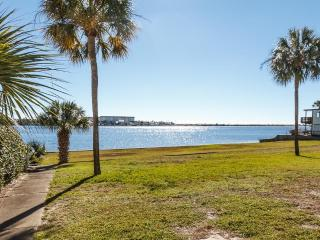'Sea Palms Unit 4E, Beautiful unit on the Inter Coastal Waterway!  Pet Friendly!, Fort Walton Beach