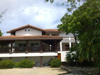Luxury Home, Water Front, Jacuzzi, Pool, Beach., Sandy Bay