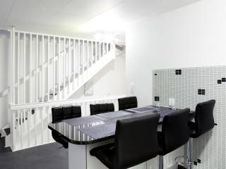 Stylish 3Bedroom Scandic Apartmnt - Free Parking!
