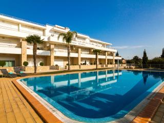 Beautiful Apartment Near Olhos De Agua Beach