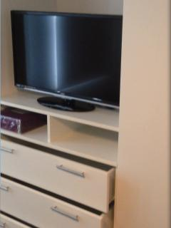 32 inch LCD TV in the room. Both TV´s have more than 90 HD channels