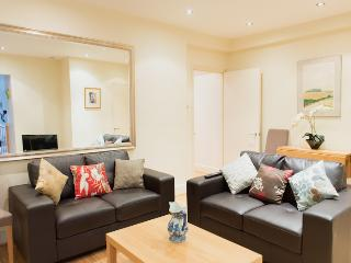 Luxury Garden Flat in Westminster By The Palace, London