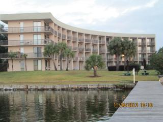 Pirate's Bay Waterfront Studio Unit, Fort Walton Beach