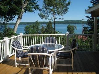 Hill Top Hideaway-Spectacular View 1/2 block beach