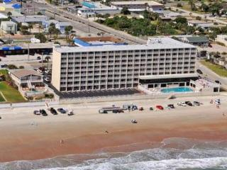 Direct Oceanfront Studio Condo Vacation Rental, Daytona Beach