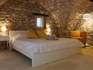 Charming independent bedroom 18th, Bonnieux