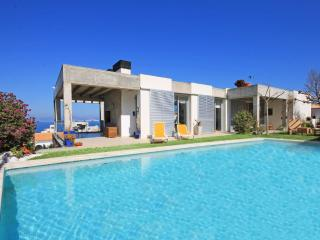Family villa for holidays with private pool, L'Escala