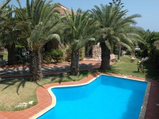 Villa elegante con piscina