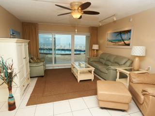 Beautifully renovated Oceanfront unit by pool