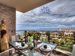 Residences Pinnacle Ocean View Best Rooftop pool!, Puerto Vallarta