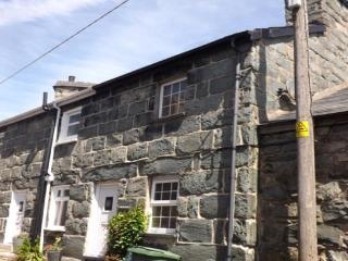 1 Bron Haul -Traditional Welsh Cottage -Snowdonia,