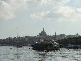 Modern Seafront Apartment with stunning views, Sliema