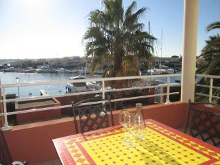 Stylish 1 Bed Apart + Pool + Port Views Cap d'Agde, Cap-d'Agde