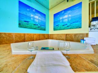 OCEANFRONT PENTHOUSE ROMANCE JACUZZI CONDO, Myrtle Beach