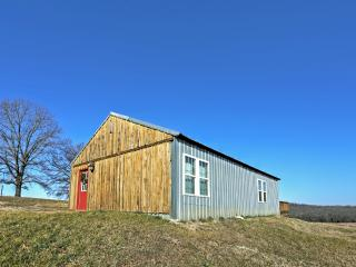 Secluded 1BR Everton Cabin w/Magnificent Interior & Full Kitchen - Enjoy Breathtaking Views of Clear Creek Valley!