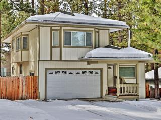 3BR South Lake Tahoe Luxury Home w/Private Hot Tub