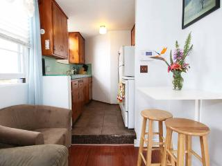 Cozy Cottage by the Sea. Close to freeway,airport, San Diego