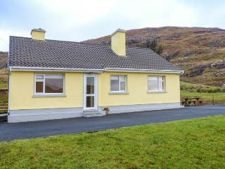 LOUGH FEE COTTAGE, solid fuel stoves, pet-friendly, Sky TV ground floor, near Tu