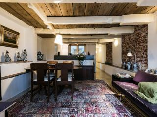 Amsterdam Canal Apartment 'Delft Blue'