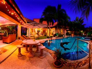 Relaxing Palm Pool Villa, with Large Swimming Pool Private & Illuminated Garden.
