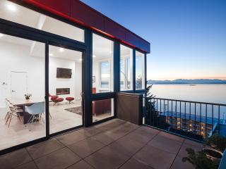 Modern Home With 180 Degree View Of Beach & parkin, Seattle