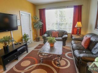 Maple View - Great 3 bedroom condo less than 1 minute from the pool and clubhouse in Windsor Hills Resort!, Kissimmee