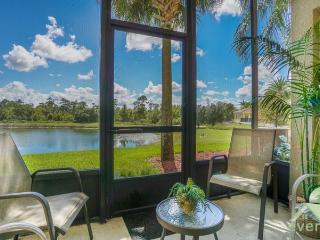OhMeOhMy - Ground Floor condo opposite the lake and clubhouse in Oakwater Resort, Kissimmee