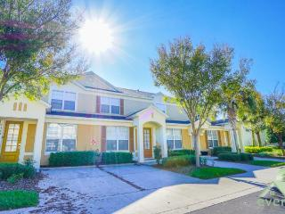 Orlando Oasis - 3 bedroom Townhome with splashpool less than 1 minute away from clubhouse and pool in Windsor Hills Resort!., Kissimmee