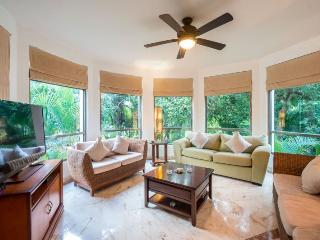 Beautiful 2 or 3 bedroom Private Condo with Garden Views, Playa del Carmen