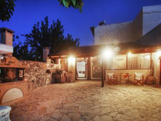 Rustic villa with terrace & garden, Georgioupolis