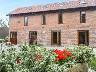 THE GRANARY, ground floor apartment, en-suite, WiFi, plenty of walking