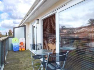 PEBBLES cosy apartment, close to beach and walks, pet-friendly in Downderry Ref 931568