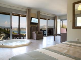 Pasithea Suite - Luxury suite with Jacuzzi and panoramic view-Breakfast included