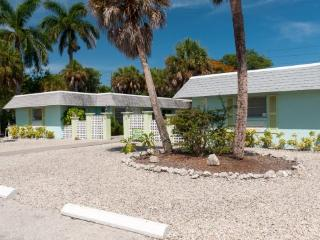 Palm Court Villas- 210 A Magnolia Ave, Anna Maria