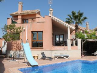 LF307 Spacious 3 Bedroomed Detached Villa, Algorfa