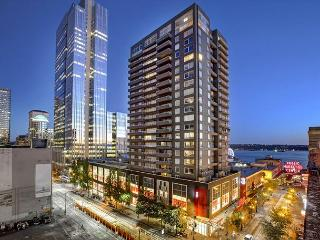 Stay in the Heart of Seattle, Just Steps to Pike Place, Walk Score 100!