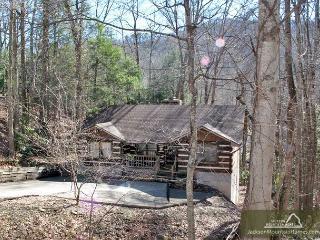Smoky Mountain High     WiFi  Hot Tub  Arcade  Pool Table  Pool Access, Gatlinburg