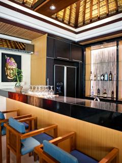 Bar in Lounge area