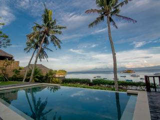 Rumah Kayu Beautiful 4 Bedroom Beachfront Villa