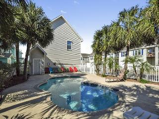 Parrot's Perch – 3BR Condo, Walk to the Beach!