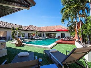 Jomtien Primrose Villa – 5 Beds, Pattaya