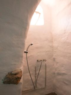 The shower of the bedroom on ground floor