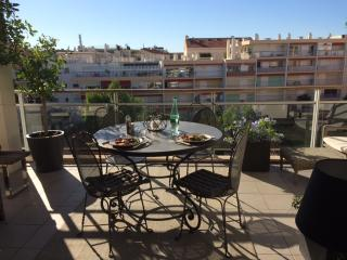 Palm Beach luxury 2 bd, 100 meters from the beach, Cannes